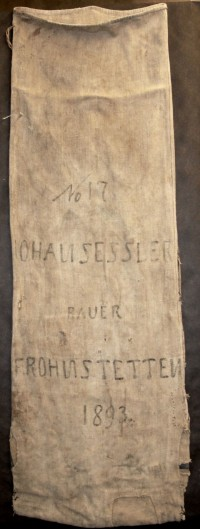 """Getreidesäcke der Familie Sessler  Provenance/Rights:  Heimatstube Frohnstetten (CC BY-NC-SA)"