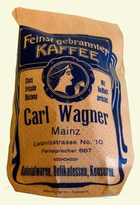 """Packung mit Kaffebohnen  Provenance/Rights:  Stadthistorisches Museum Mainz (CC BY-NC-SA)"